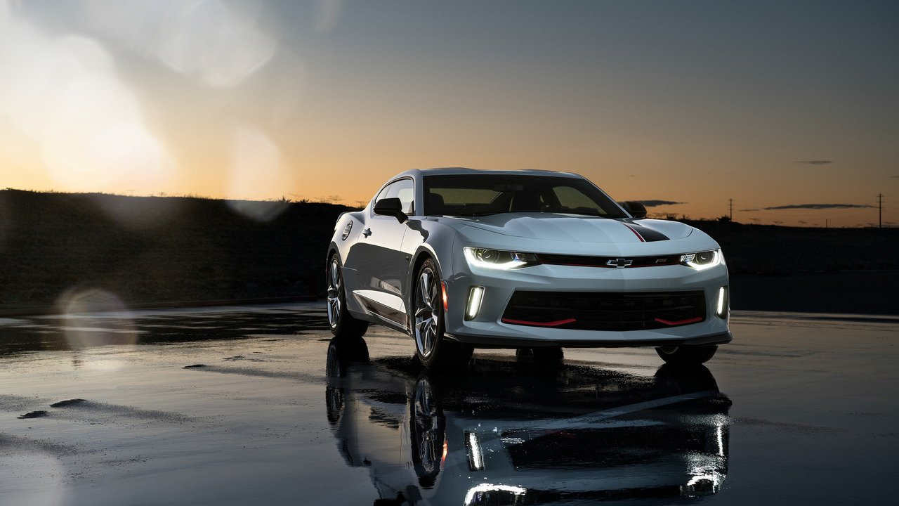 2016 - [Chevrolet] Camaro VI - Page 5 Chevy-camaro-rs-with-chevy-performance-parts