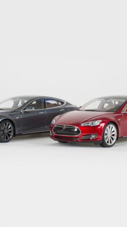 Tesla asking 210 USD for its new Model S diecast models