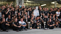 Red Bull rivals increase off-track title pressure
