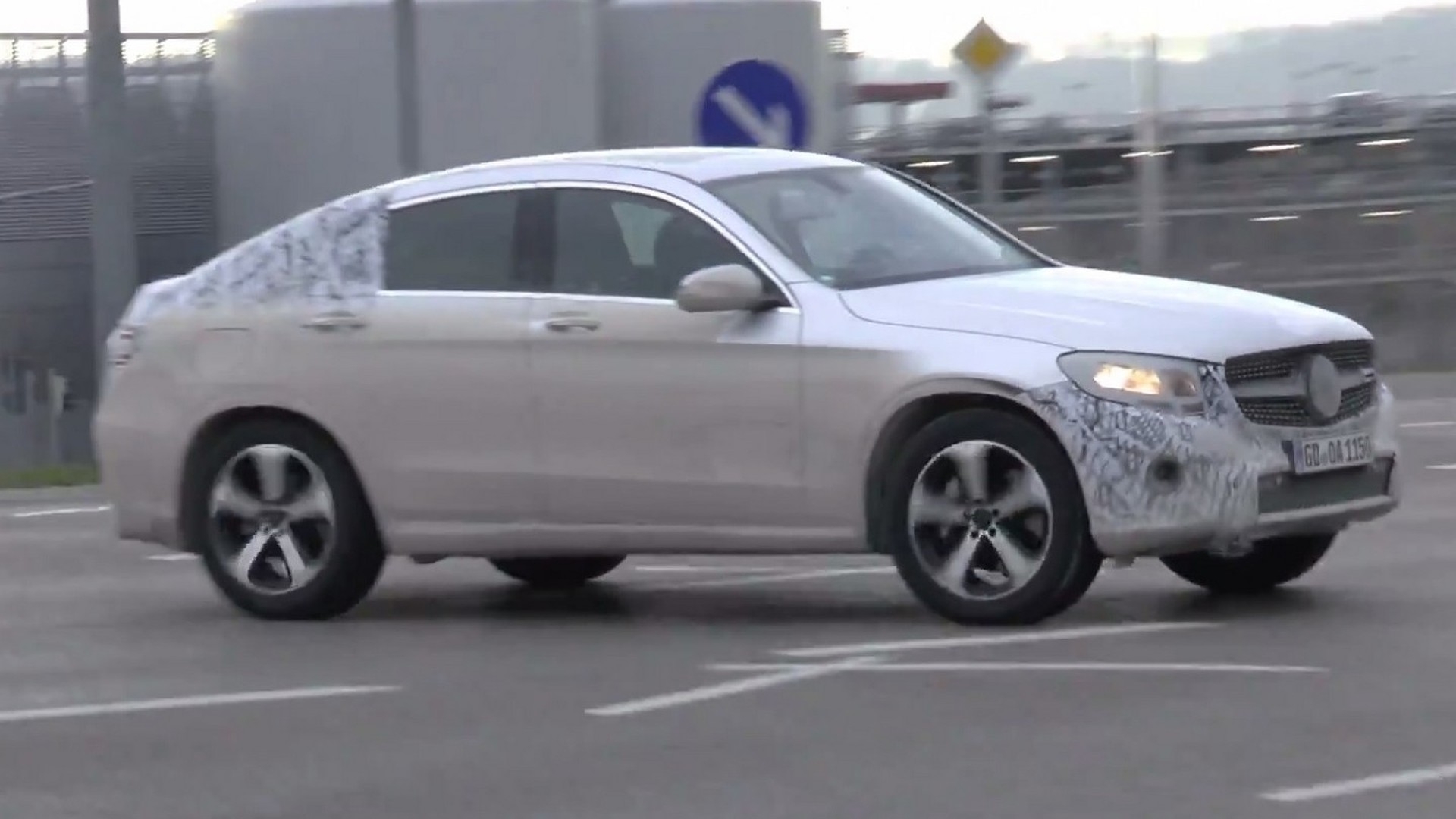 mercedes benz glc coupe spied in motion testing plug in. Black Bedroom Furniture Sets. Home Design Ideas