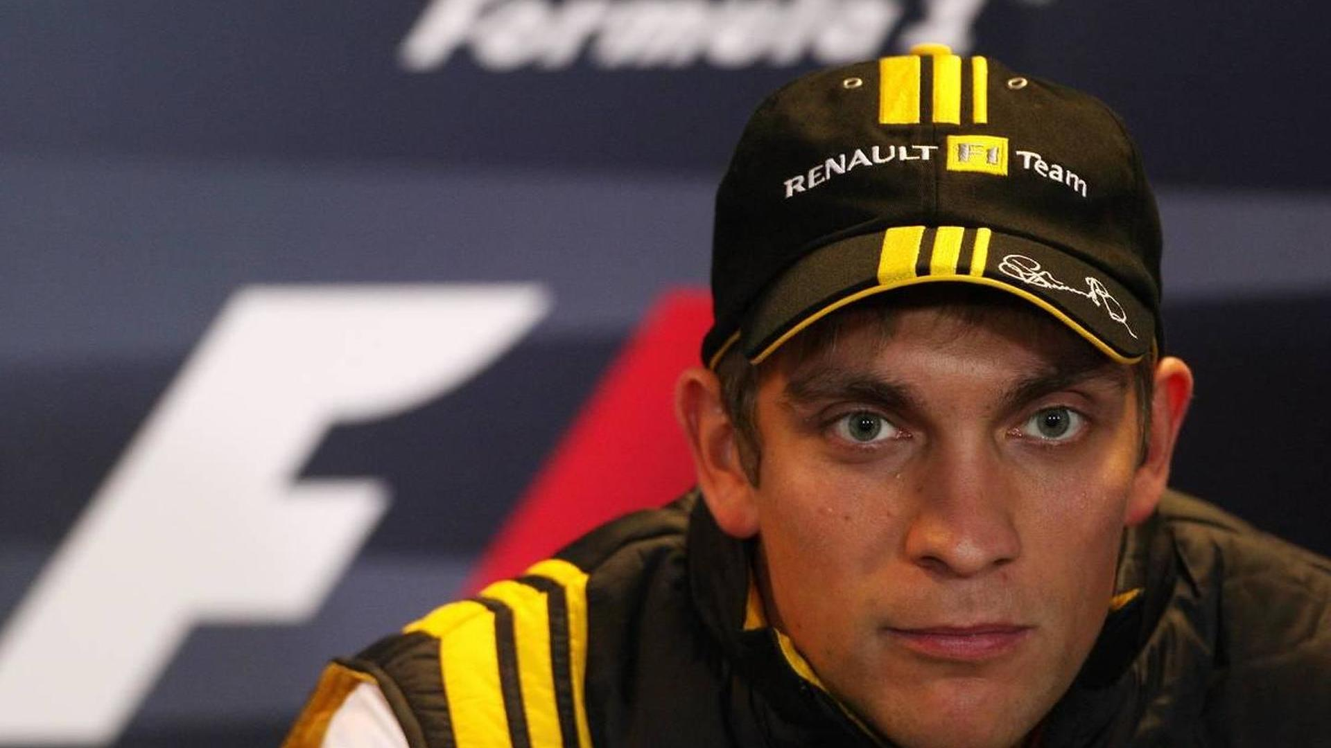 Renault looks set to retain Petrov in 2011