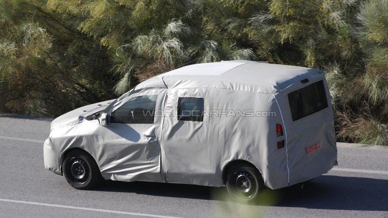 Dacia MPV aka Popster first spy photos 06.07.2011