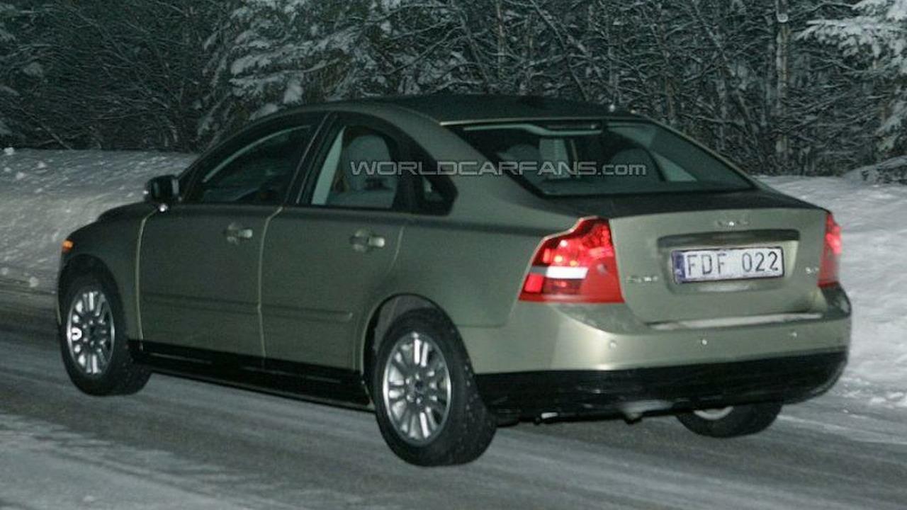 SPY PHOTOS: Volvo S40 Facelift