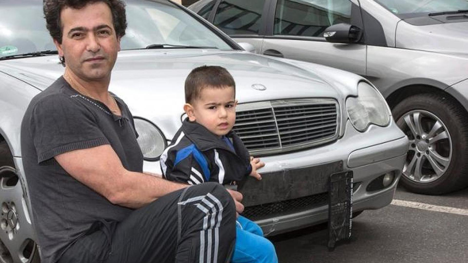 Two-year-old kid steals father's Mercedes-Benz C-Class Estate and crashes it