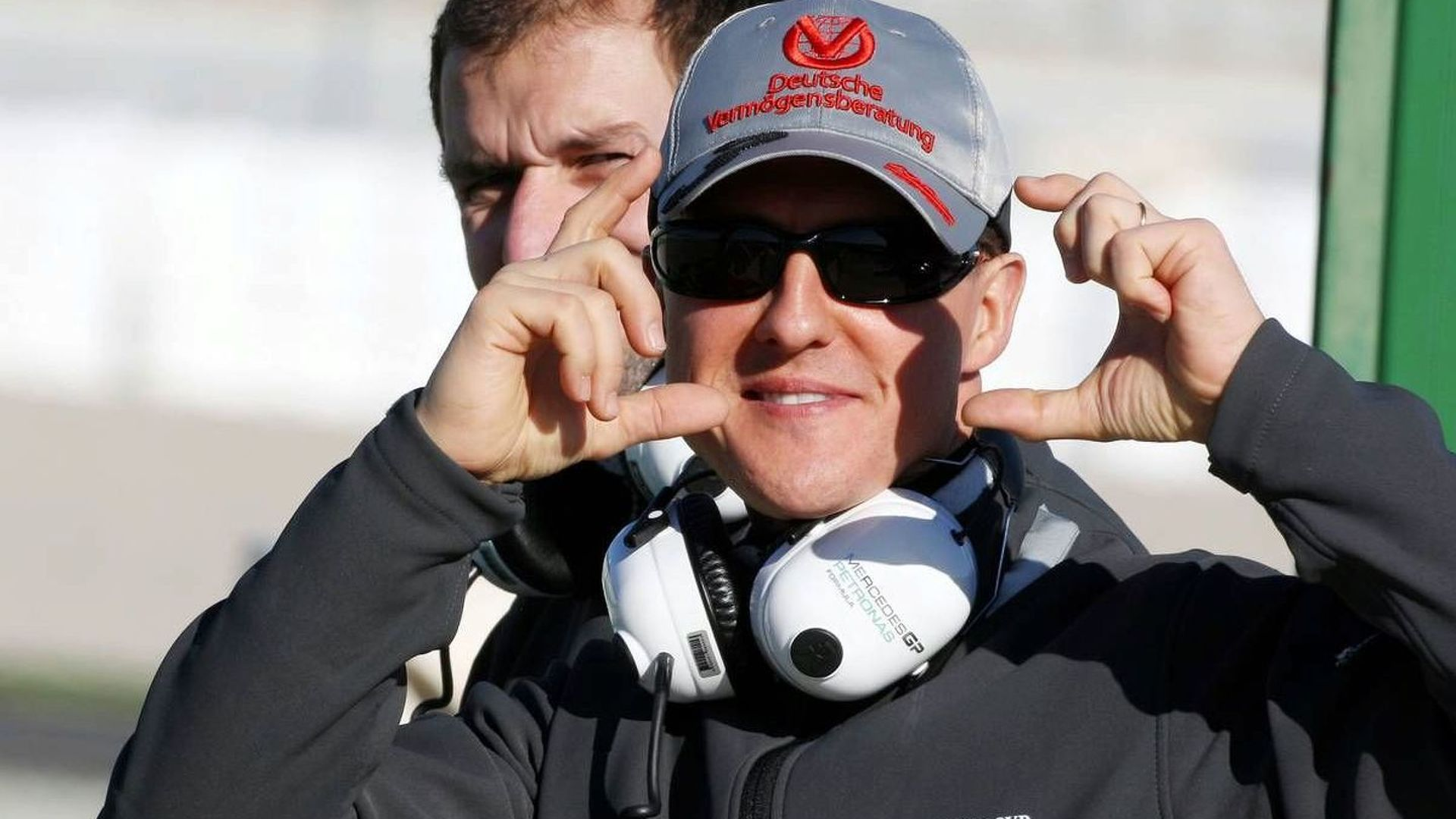 Schumacher has lunch with Ferrari at Valencia