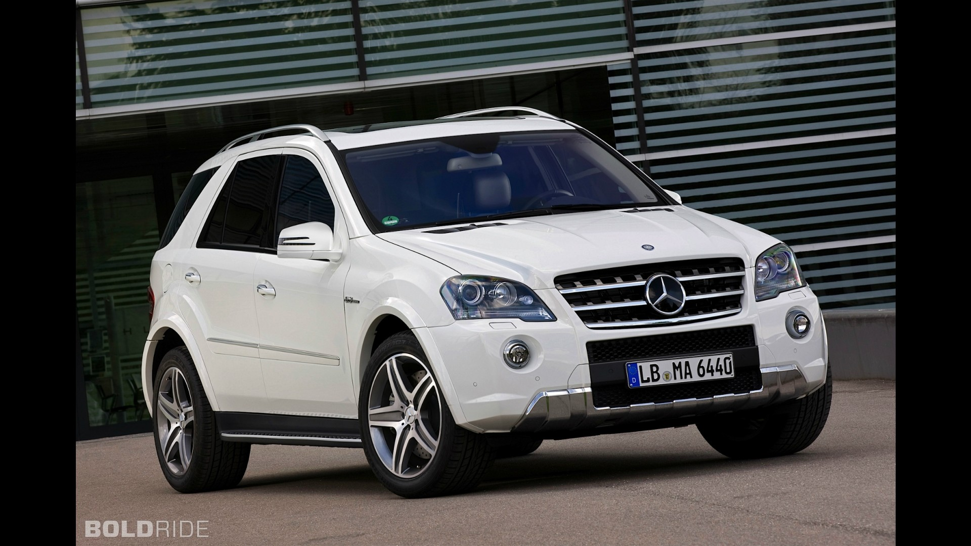 Mercedes benz ml63 amg for Mercedes benz amg ml63