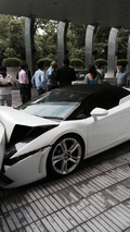 Valet parker obliterates Lamborghini Gallardo Spyder