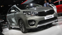Kia Carens facelift arrives in Paris with minor changes