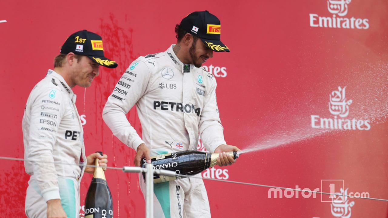 Podium: race winner Nico Rosberg, Mercedes AMG F1, third place Lewis Hamilton, Mercedes AMG F1