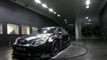 Toyota Avensis BTCC touring car gets ready