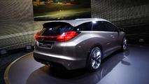 Honda Civic Tourer concept introduced in Geneva [video]