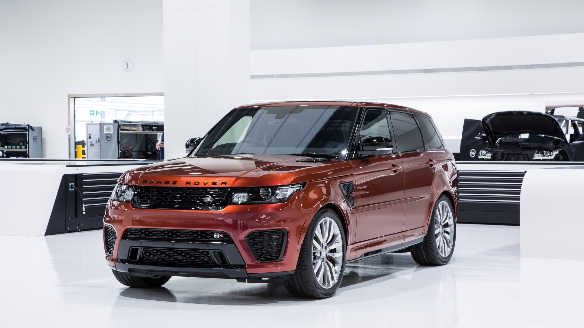 jaguar land rover Land rover is a car brand that specialises in four-wheel-drive vehicles, owned by  british multinational car manufacturer jaguar land rover, which has been.