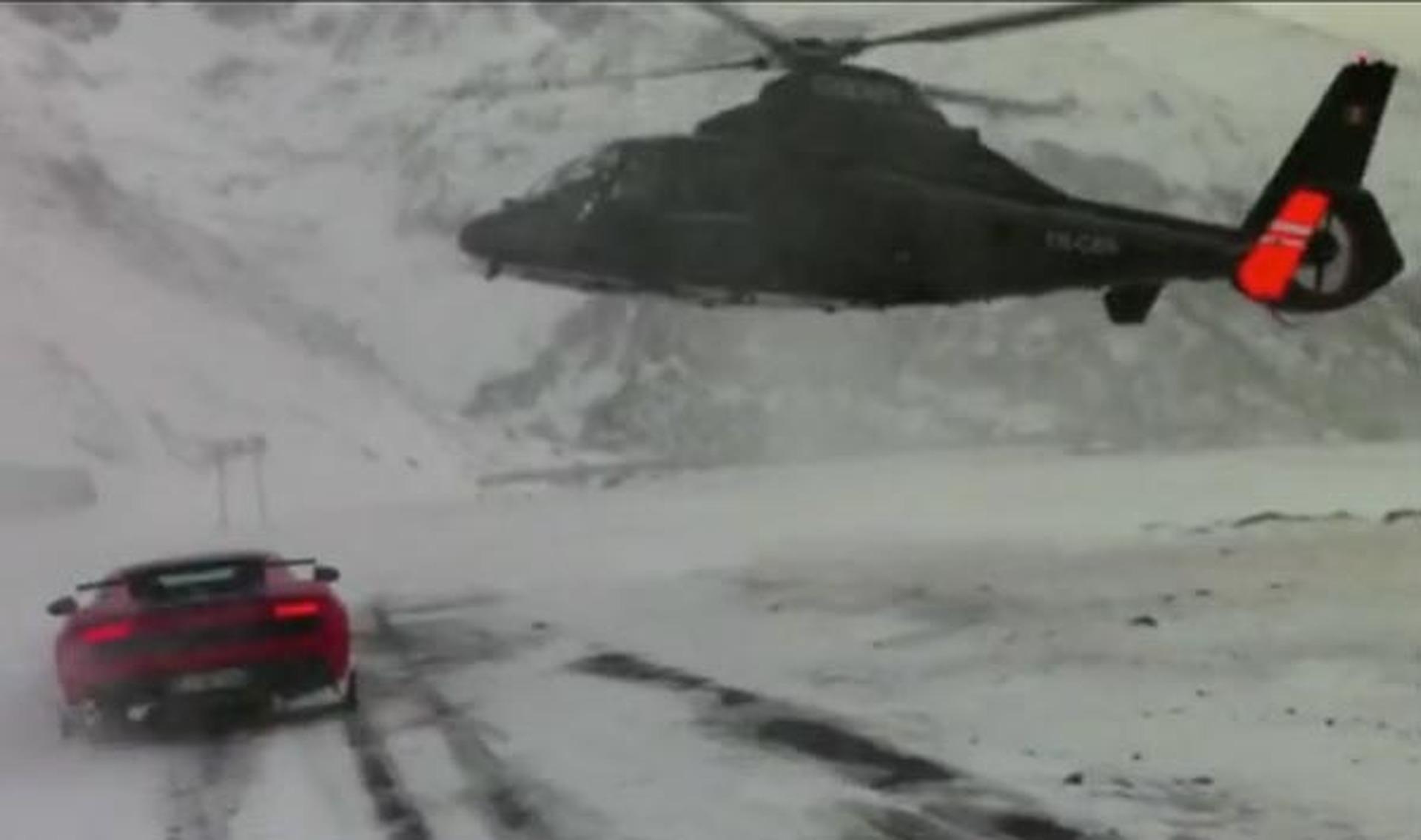 Video: Lamborghini Gallardo Super Trofeo Takes on a Helicopter