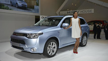 2013 Mitsubishi Outlander PHEV electrifies Paris crowd