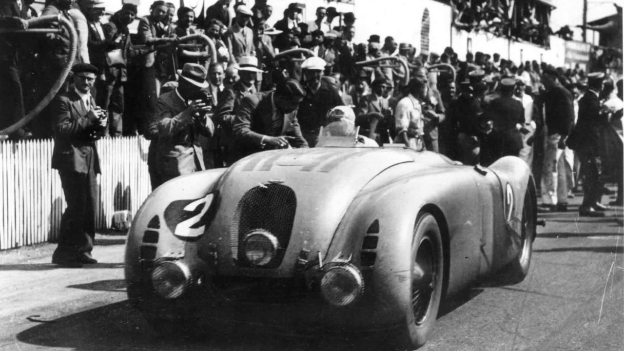 The winner of Le Mans 1937: Jean-Pierre Wimille in the Typ 57G Tank