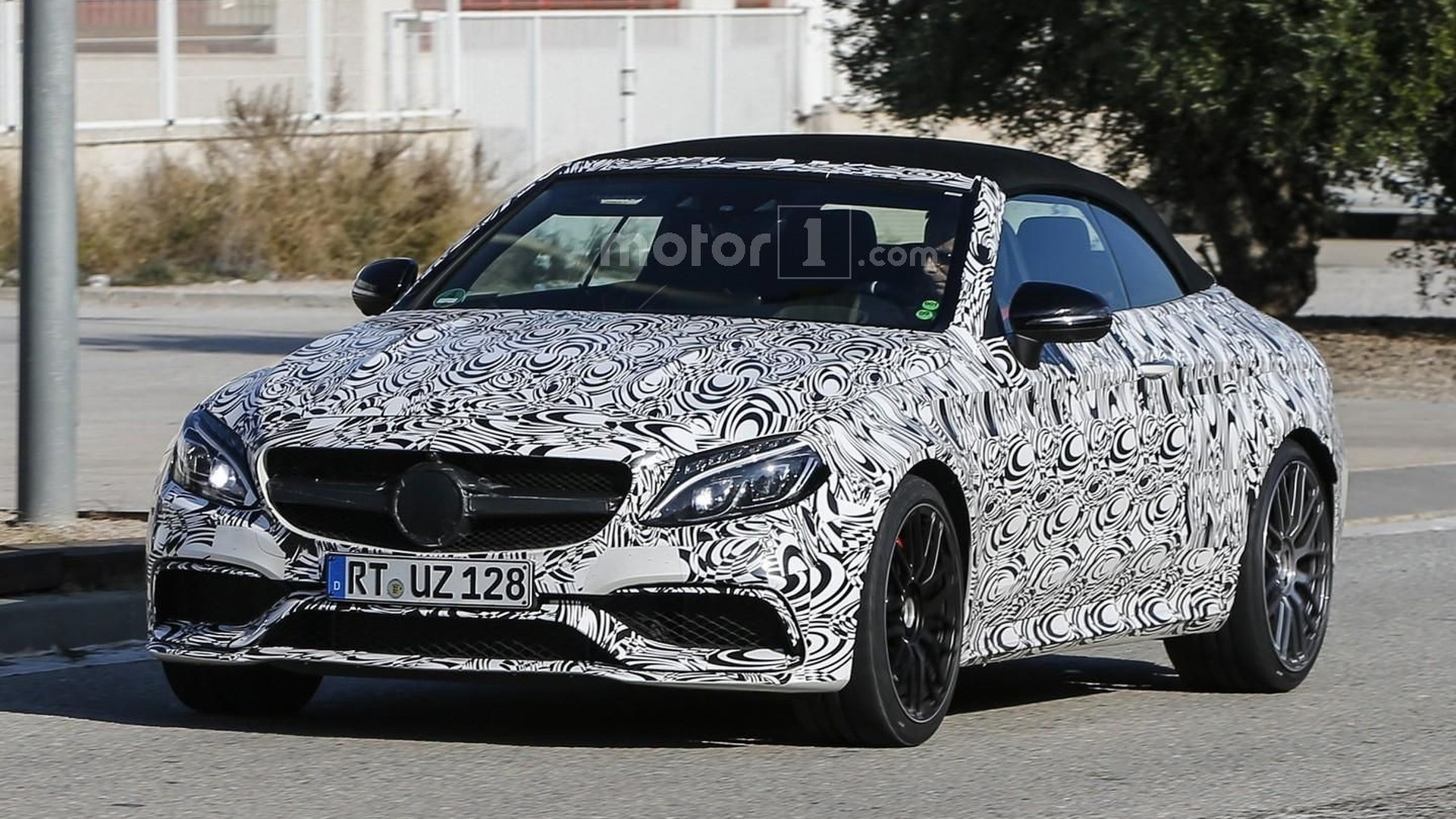 2017 Mercedes-AMG C63 Cabriolet looks lean and mean