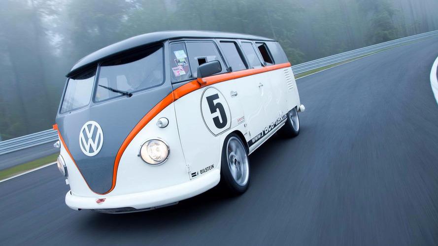 VIDÉO – Ce Volkswagen Combi à moteur Porsche en surprend plus d'un à Monza