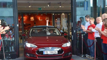 First Tesla Model S delivered in Europe