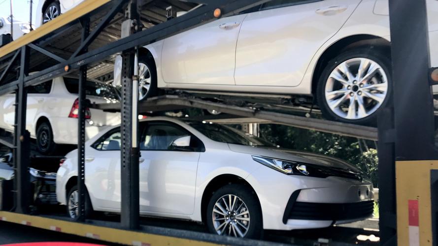 Flagra: Novo Toyota Corolla 2018 é pego a caminho da concessionária