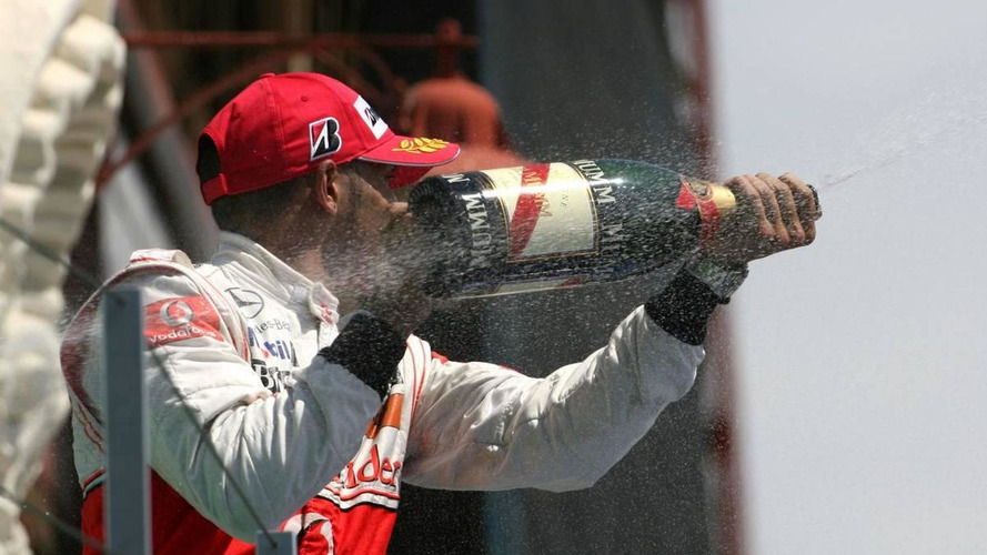 Hamilton would be leading title under old points system