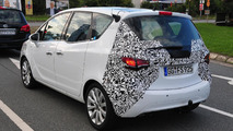 2014 Opel Meriva facelift spy photo 24.09.2013