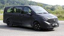 2014 Mercedes Viano spied showing new details
