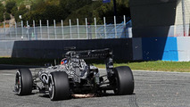 Ricciardo admits Ferrari looking 'strong'