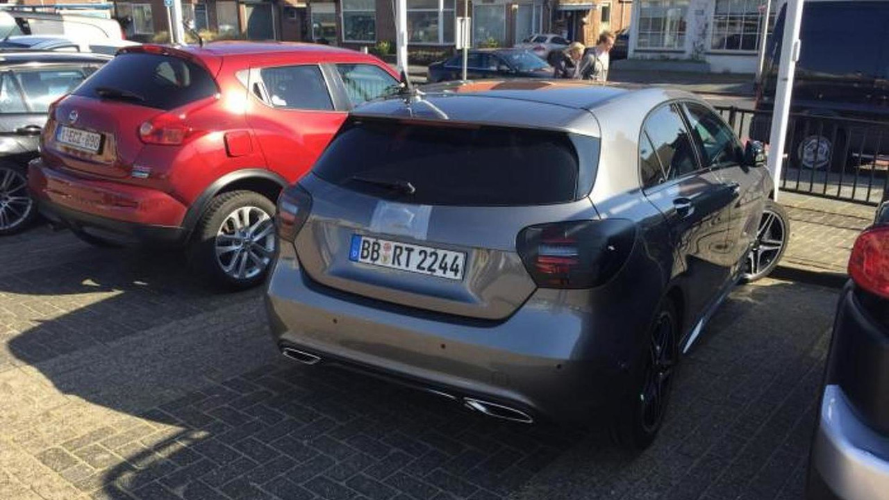 Mercedes-Benz A45 AMG facelift spy photo / autojunk.nl