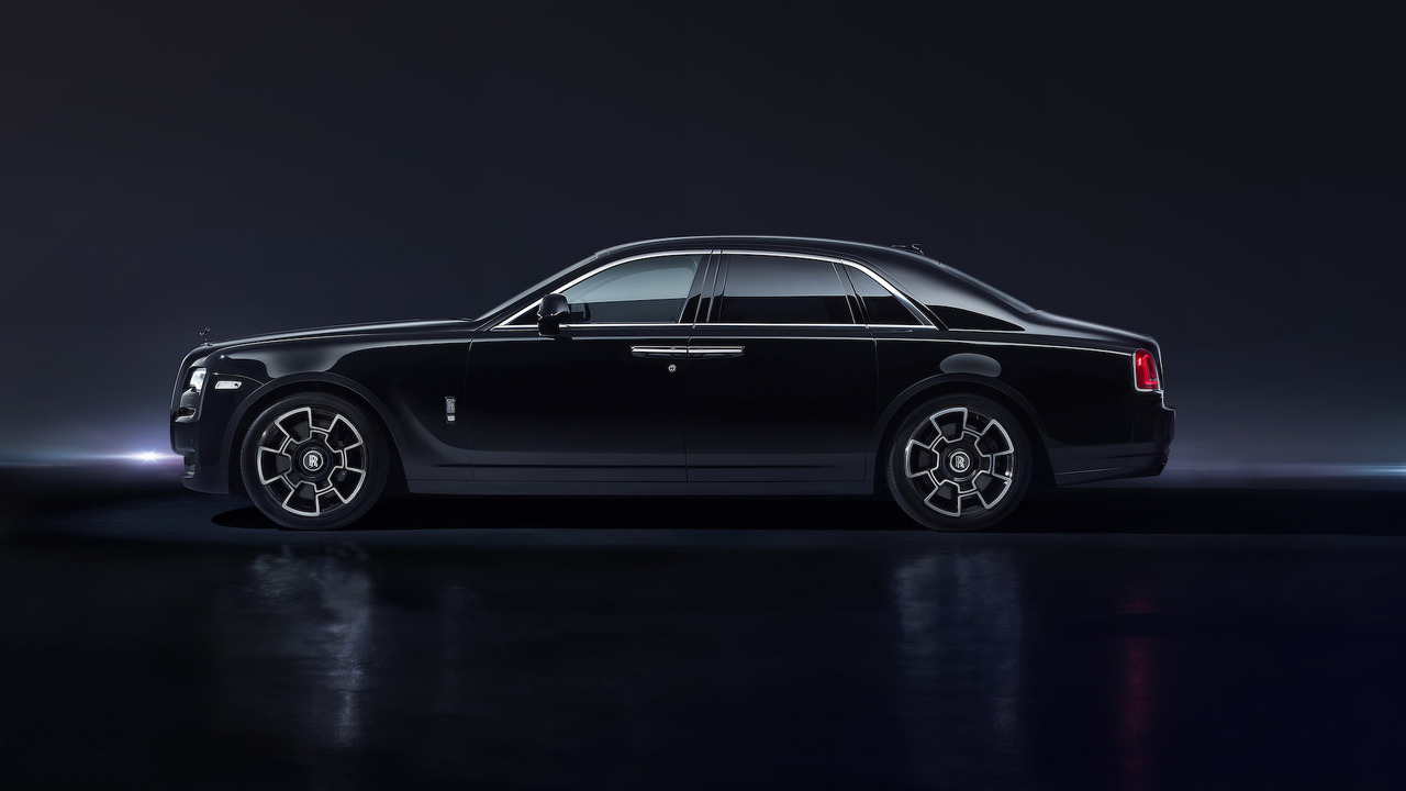rolls royce ghost dresses up in versace for london fashion