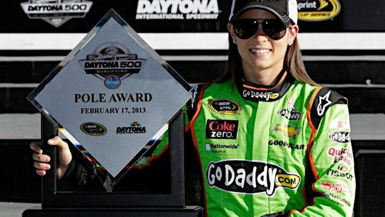 Danica Patrick first woman to grab Sprint Cup pole position 20.02.2013