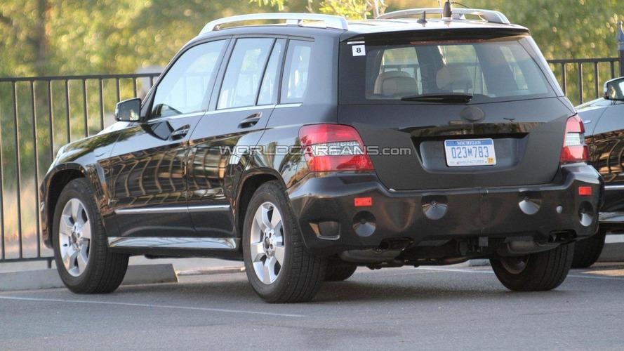 2012 Mercedes-Benz GLK facelift spied with interior shots