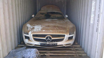 Mercedes-Benz SLS AMG falls off the ship en route to customer delivery