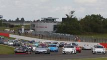 1,208 Porsche 911s invade Silverstone