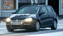 VW Golf Facelift Spy Photos