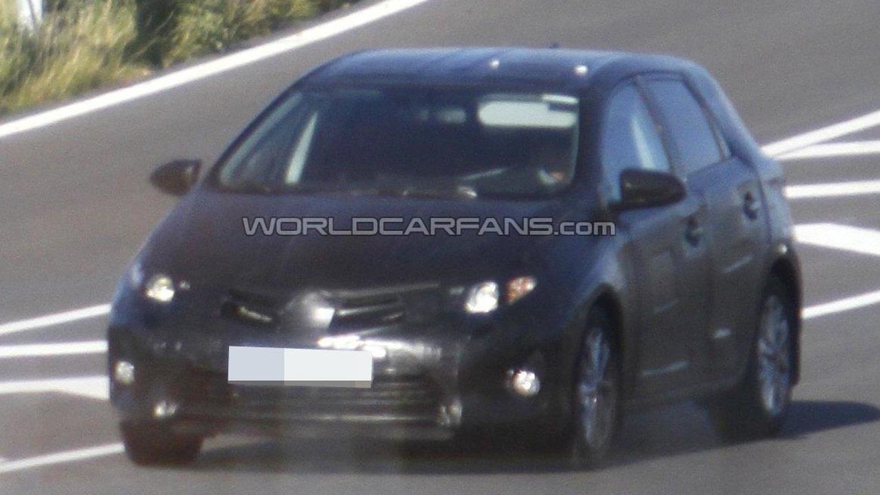 2013 Toyota Auris spied 27.10.2011
