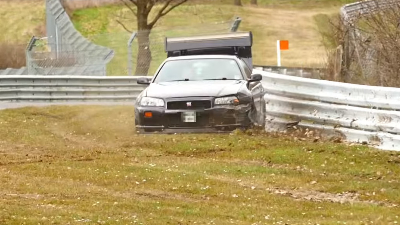 Nissan Skyline GT-R crash at Nurburgring