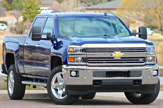 GMC Sierra, Chevy Silverado 2500-3500HD First Drive