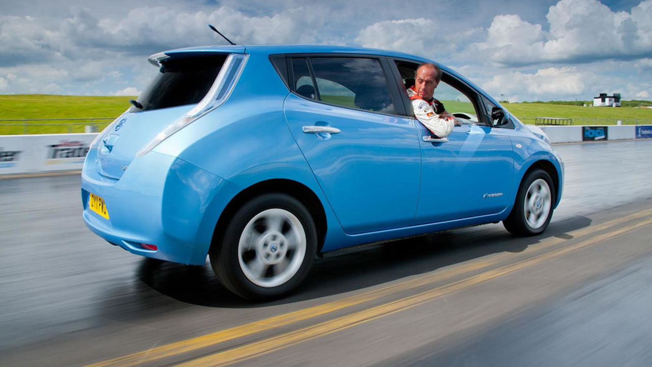 Nissan Leaf and Terry Grant Goodwood Reverse record attempt 25.6.2012