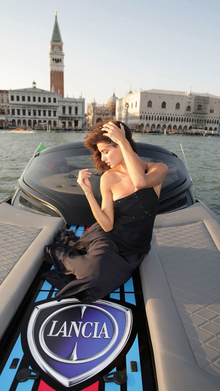 Lancia Powerboat Presented with topmodel Catrinel