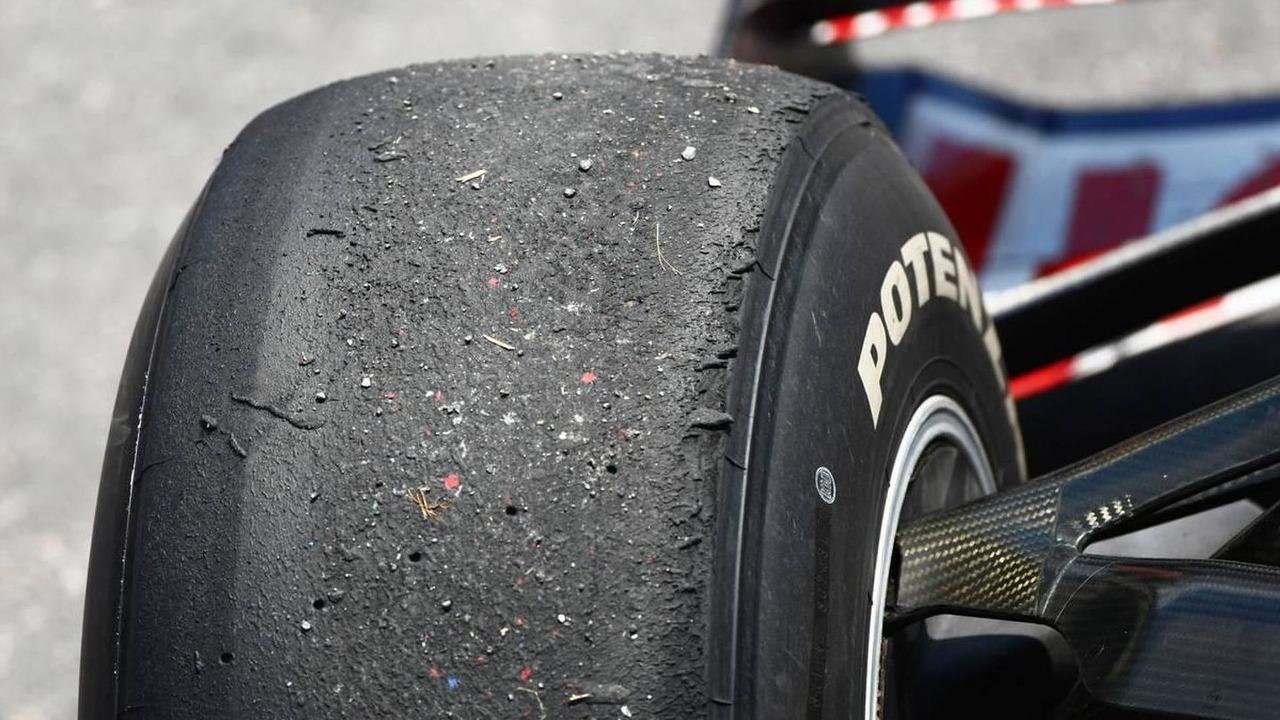 Worn tires on Sebastian Vettel (GER), Red Bull Racing, Canadian Grand Prix, 13.06.2010 Montreal, Canada