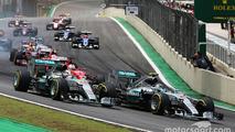 Start: Nico Rosberg, Mercedes AMG F1 and Lewis Hamilton, Mercedes AMG F1 lead