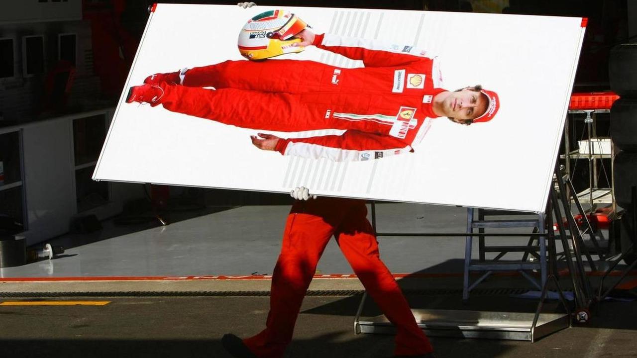 A Ferrari mechanic removes a board of Luca Badoer (ITA), Scuderia Ferrari from the pit garage, Belgian Grand Prix, 30.08.2009 Francorchamps, Belgium
