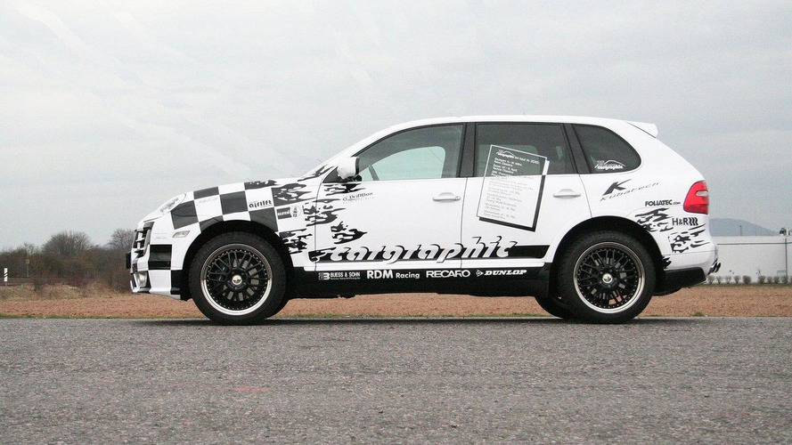 Cargraphic revives Porsche Cayenne race taxi for 25th anniversary