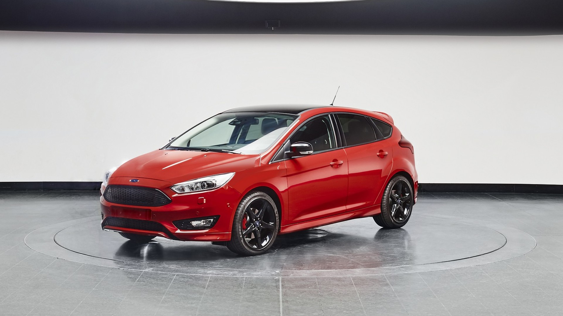 Ford Focus Black & Red Editions introduced in Europe