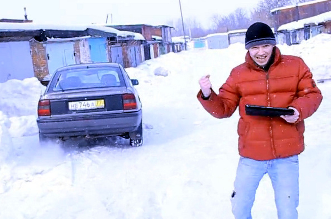 Video: Crazy Russians Control a Car with an iPad