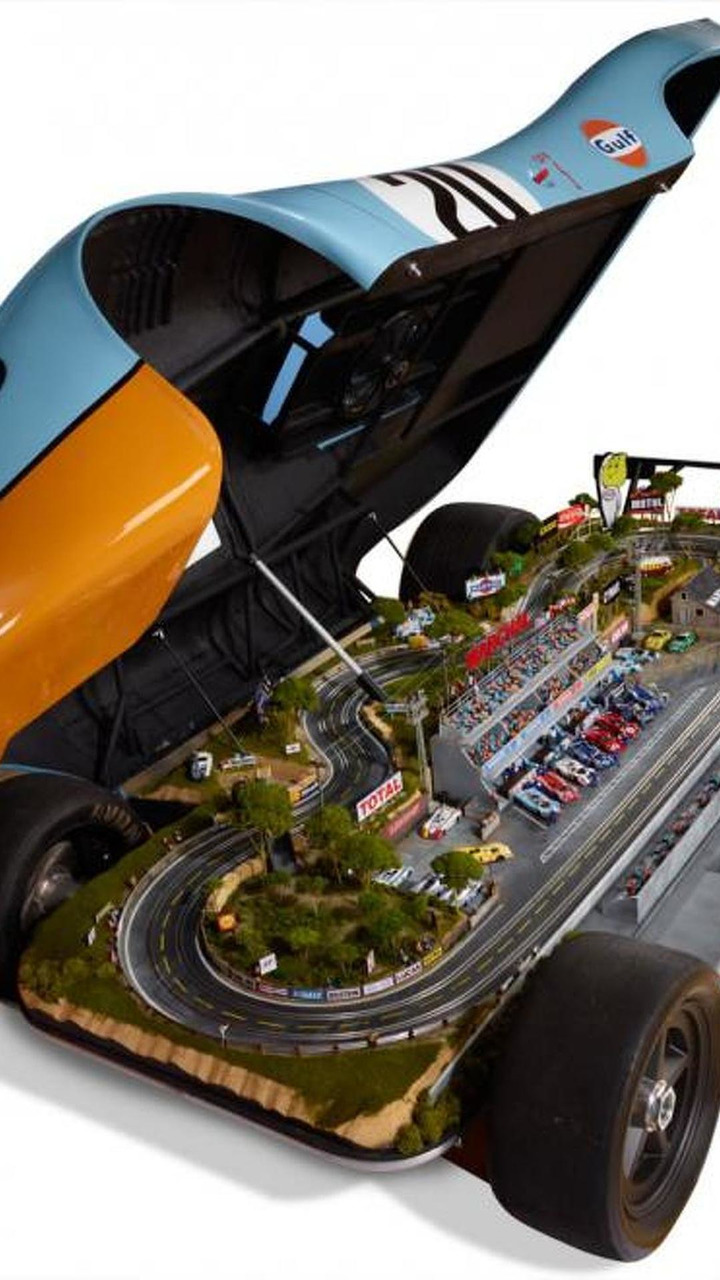 Porsche 917 1:1 replica with built-in 1:32 Le Mans raceway