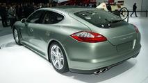 Porsche Panamera S Hybrid debuts in Geneva - 01.03.2011