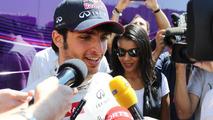 Sainz races into pole to replace Ricciardo
