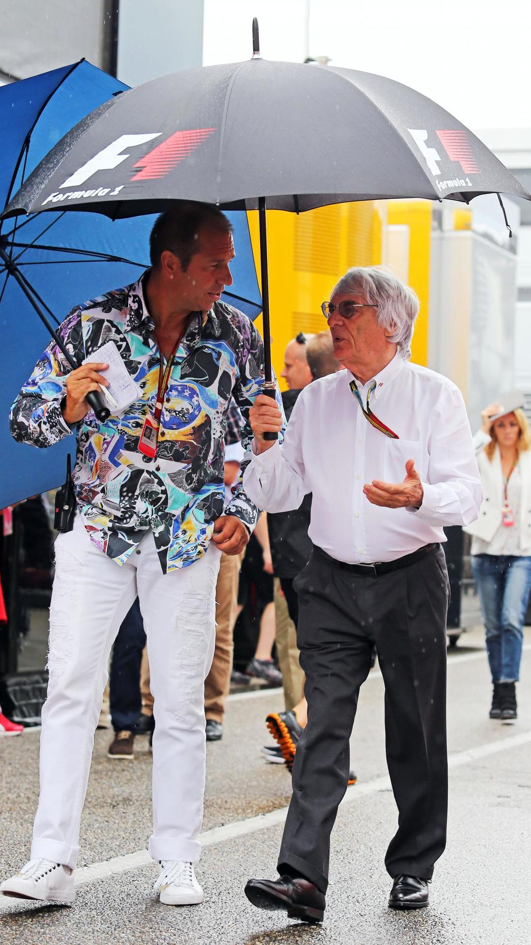 Ecclestone on holiday after paying $100m settlement