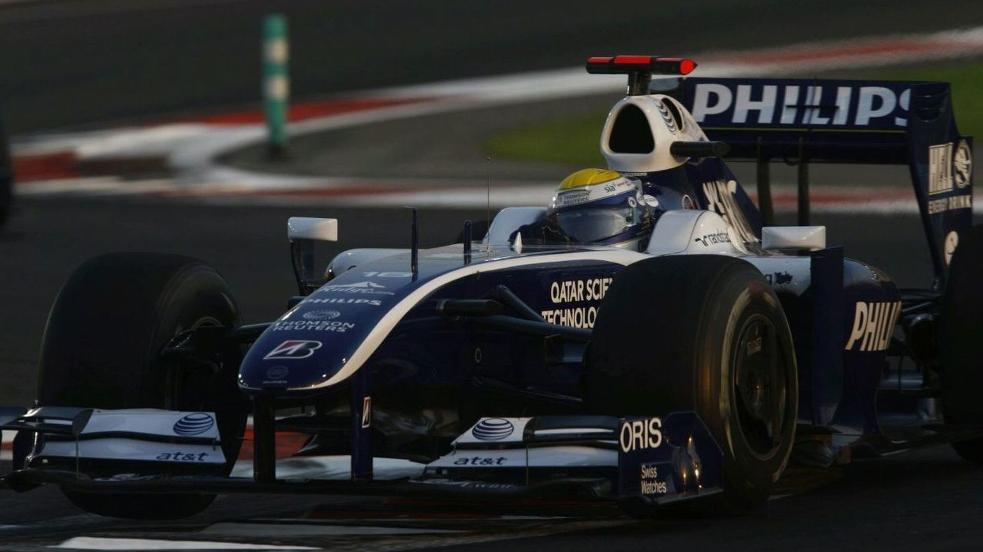 Williams seeks 10m pounds from Icelandic bank